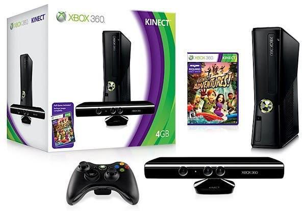 Xbox 360, con un mando inalámbrico y kinet