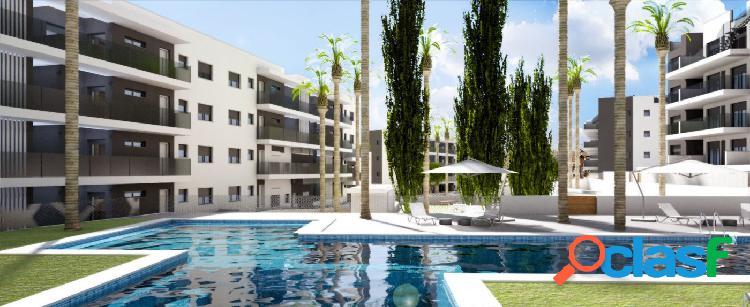 Ático de 2 dormitorios con solárium privado y piscina comunitaria en Villamartín 1