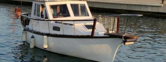 Barco de pesca y paseo