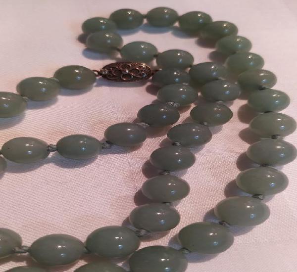 Collar de jade jadeita verde claro con broche de plata