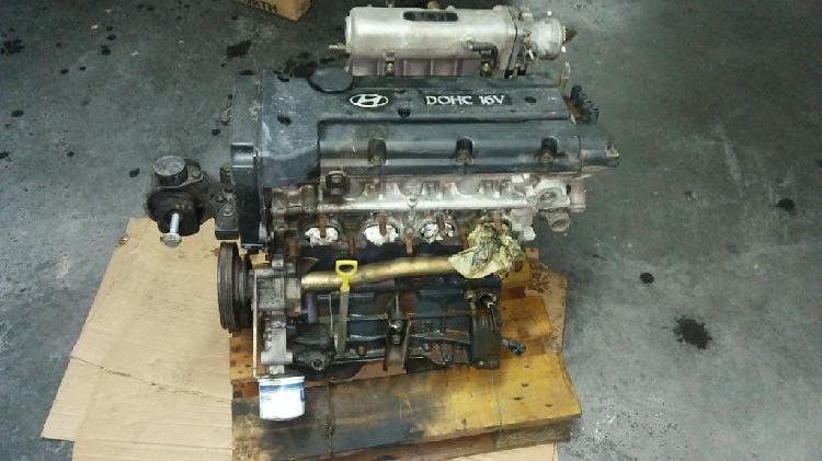 Motor hyundai coupé 2.0 y demás restos.