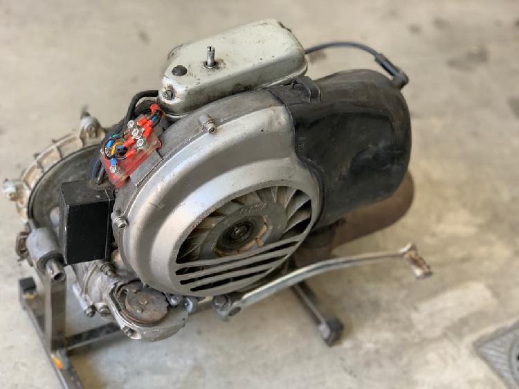 Motor vespa ds 200