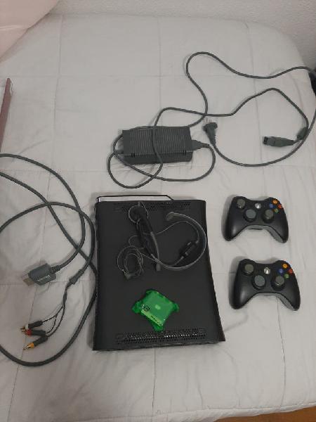 Xbox 360 250gb + 9 juegos + 2 mandos