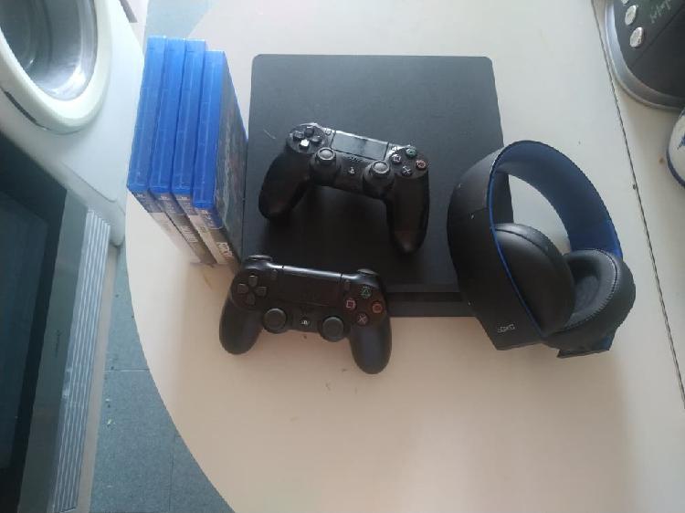 Ps4 + cascos+ mandos + juegos