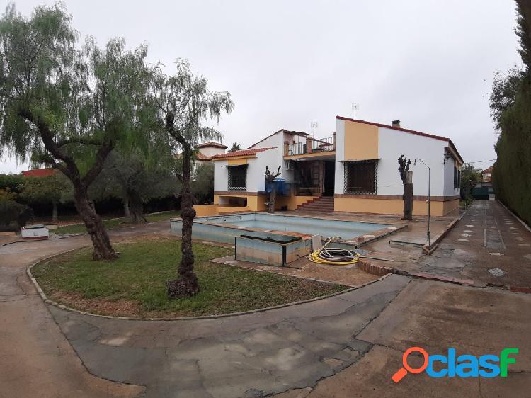 Chalet en los cerros, con 370 mtr. en parcela de 1700, 6 dormitorios, garaje y piscina