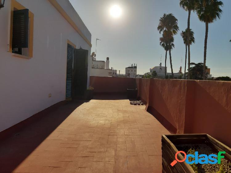 Magnifico ático en el centro de Sevilla, 2 dormitorios, salón, cocina baño y terraza de 30 metros 2