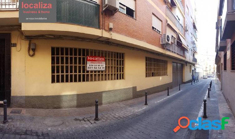 Alquiler o venta de local comercial en calle Santiago Vergara