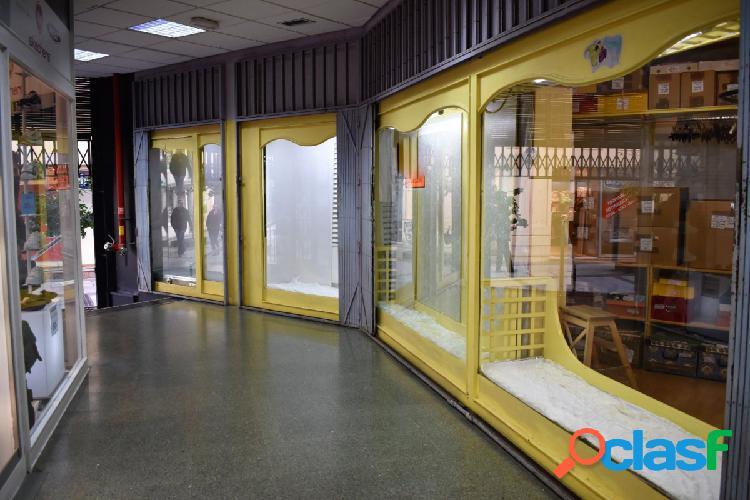Gran local en galeria comercial del paseo