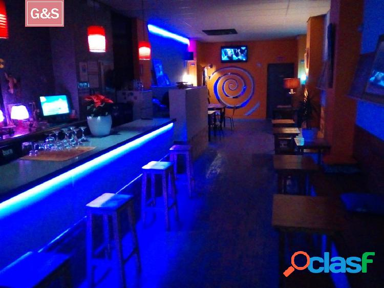 Se traspasa local con licencia de bar salon-lounge