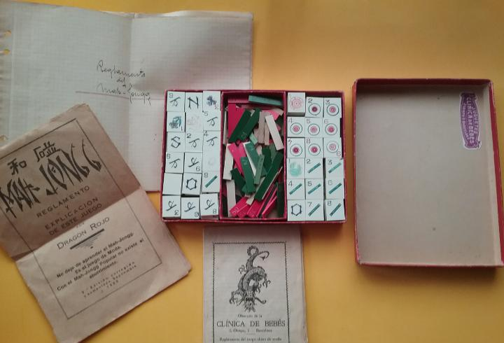 Antiguo juego mah-jongg de la jugueteria clínica de bebes.