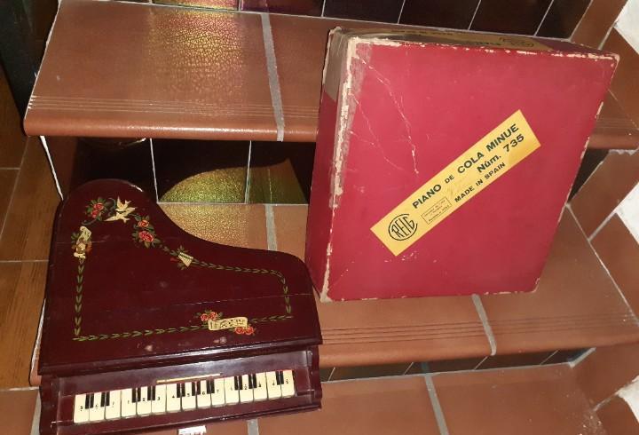 Piano de cola infantil años 50 en madera.reig,modelo