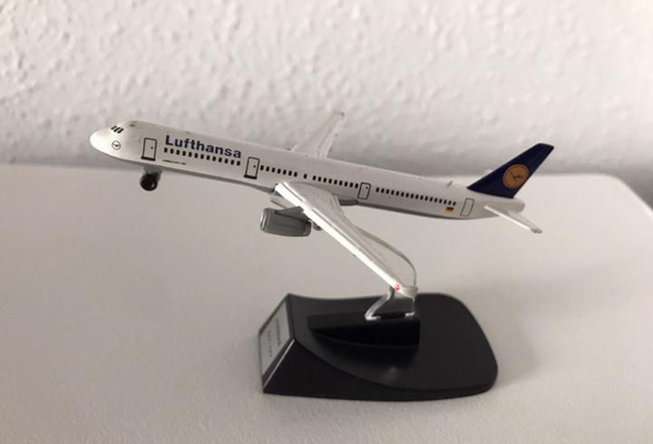 Precioso avión airbus a321 lufthansa 1:460