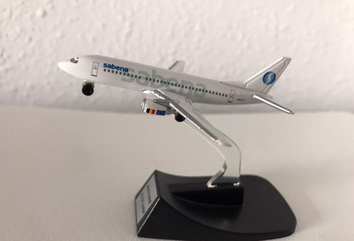 Precioso avión boeing 737 sabena 1:460