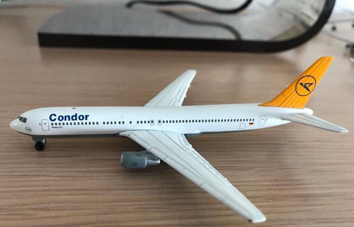 Precioso avión boeing 767 condor 1:460