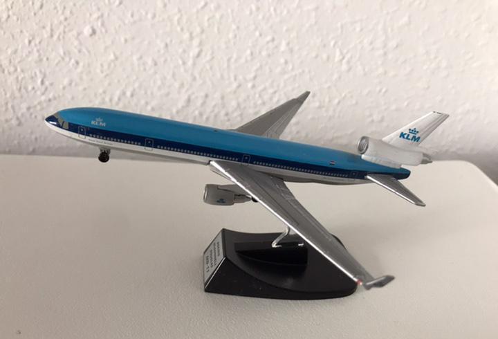 Precioso avión boeing md-11 klm 1:460