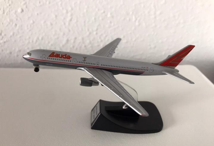 Precioso avión boeing 767 lauda 1:460