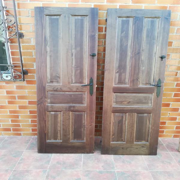 Puerta madera maciza.