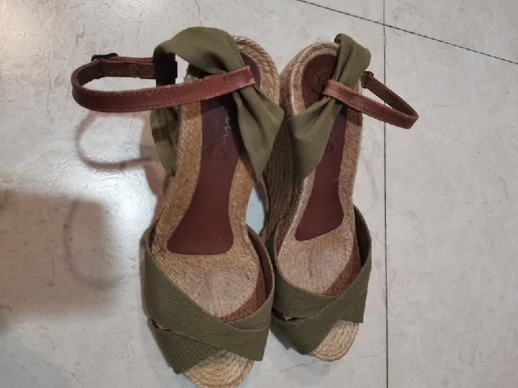 Sandalias de cuña de esparto. talla 37