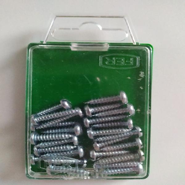 Caja tornillos cromados 2cm