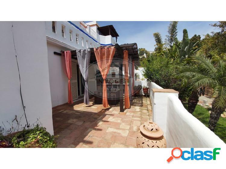 Preciosa casa adosada con terraza.piscina comunitaria