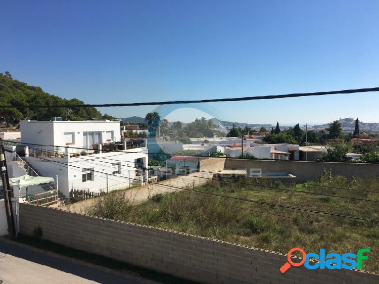 Solar urbano en la zona de ibiza, cas mut (sant jordi)
