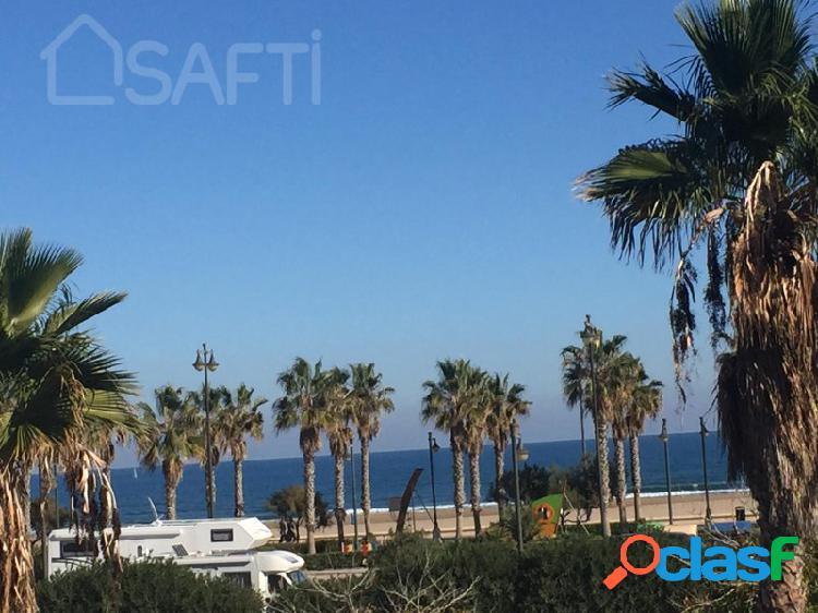 ¡Villa de lujo con vistas al mar, primera linea de la prestigiosa playa de Valencia! 2