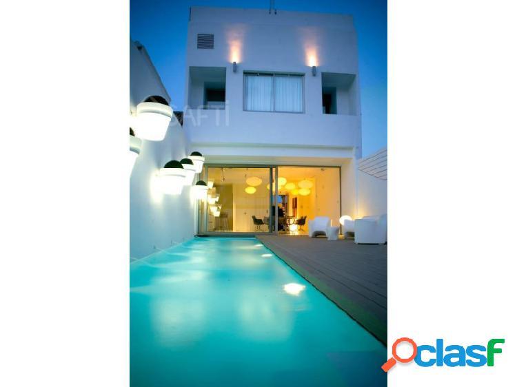 ¡Villa de lujo con vistas al mar, primera linea de la prestigiosa playa de Valencia! 3