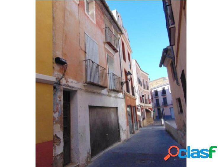 Cada al lado del ayuntamiento!! casa de origen para reformar con excelente ubicación al lado de ayuntamiento en alzira – ref: c.2230