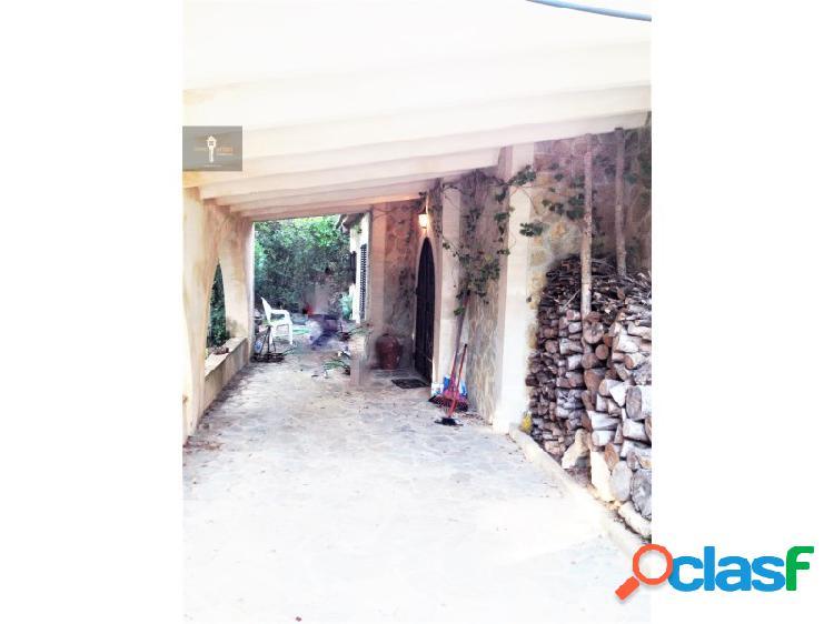 Chalet en Valldemossa. Cinco dormitorios, tres baños.