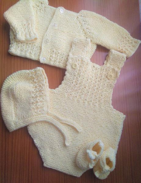 Conjunto artesanal en punto bebe hechos a mano