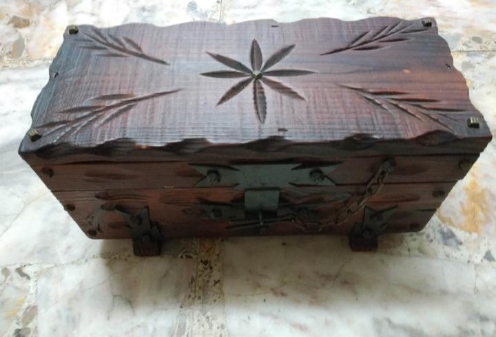 Caja madera antigua con pasador