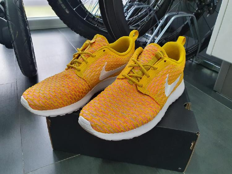 Nike roshe flyknit talla 42