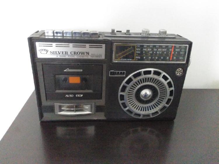 Radio cassette vintage silver crown