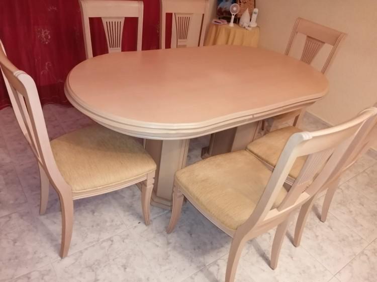 Vendo varios muebles: mesas y sillas