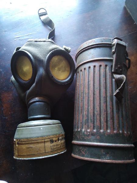 Bote y mascara antigas alemana