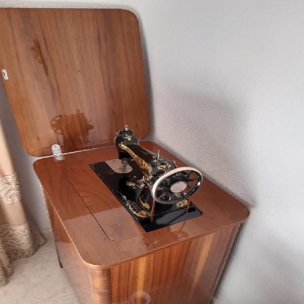 Vendo máquina de coser antigua singer