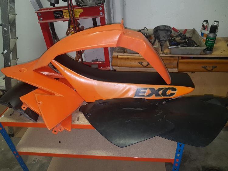 Kit plásticos y asiento originales ktm 400 2002