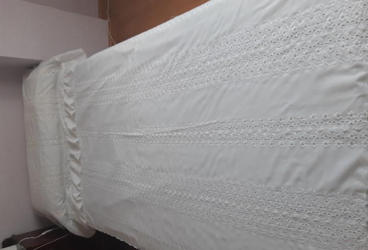 Antigua colcha de tela de fibra bordada para cama de 105.