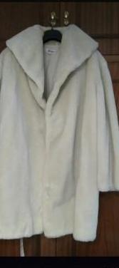 Abrigo de piel sintetica