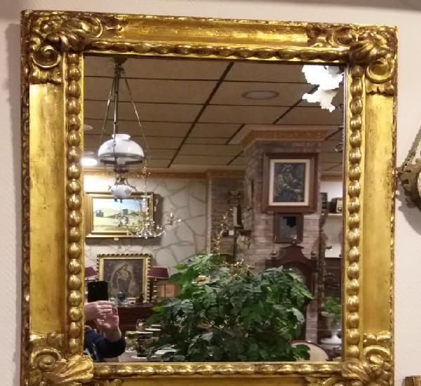 Espejo de madera pan de oro. antiguo