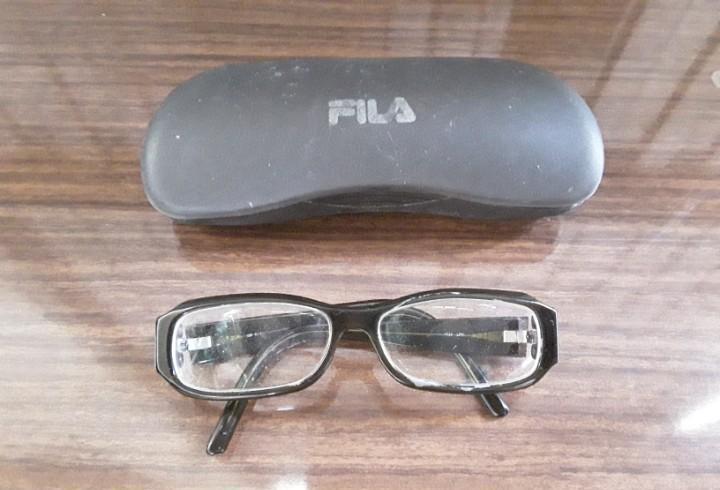 Gafas de visión con graduación y montura ancha