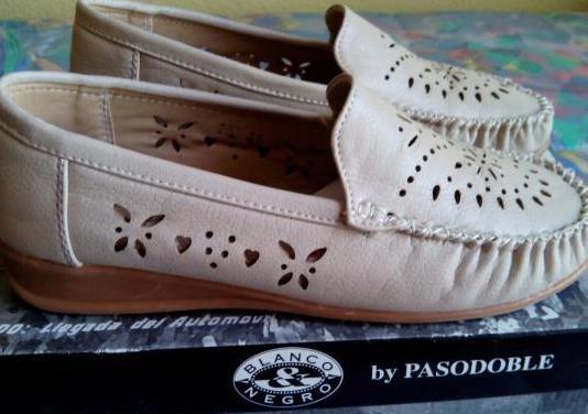 Zapatos mujer beige claro