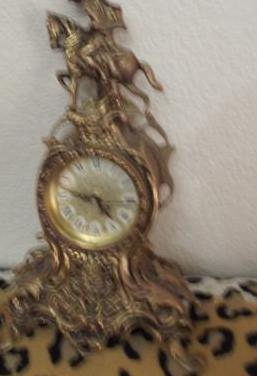 Precioso reloj en bronce