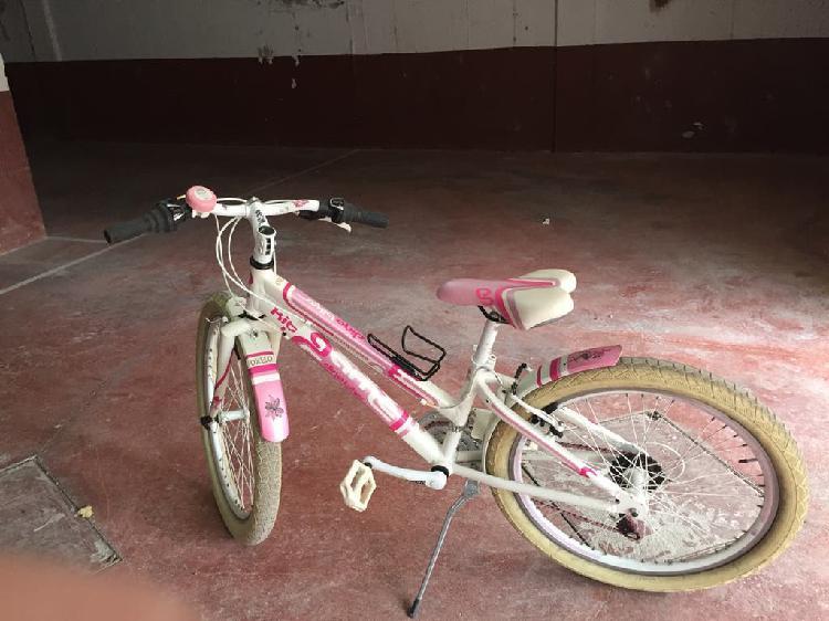 Bicicleta niña prácticamente nueva