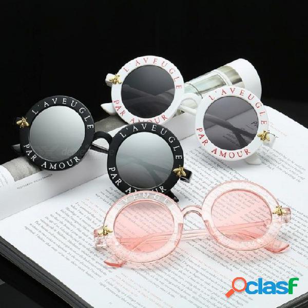 Retro redondo gafas de sol inglés cartas poco abeja gafas de sol hombres mujeres marca gafas diseñador moda masculina mujer negro