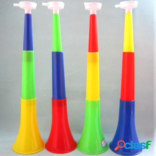 Tres secciones grandes de altavoces de plástico, balón de fútbol, ventiladores, bocina, trompeta, color al azar