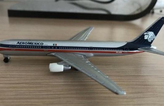 Avión boeing 767 aeromexico 1:460