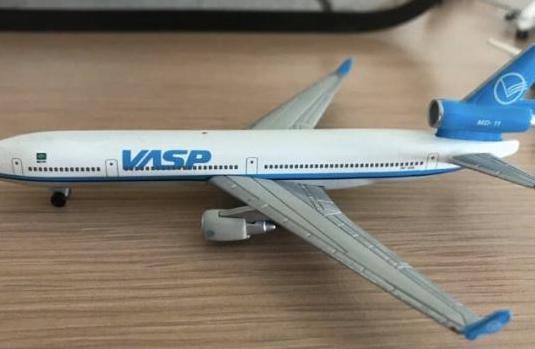 Avión boeing md-11 vasp 1:460
