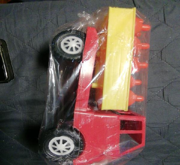 Camión de plástico. camión de butano que se vendia en