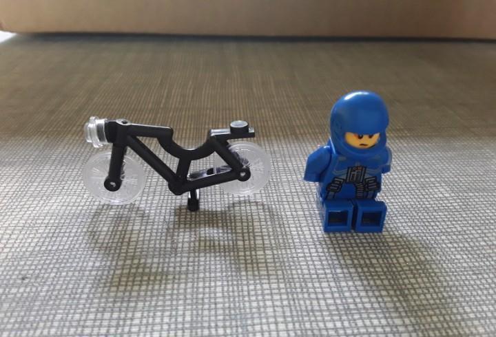 Figura lego y bici color negro
